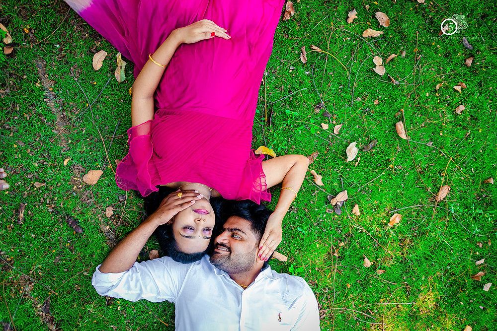 pregnancy-photoshoot-lying-down