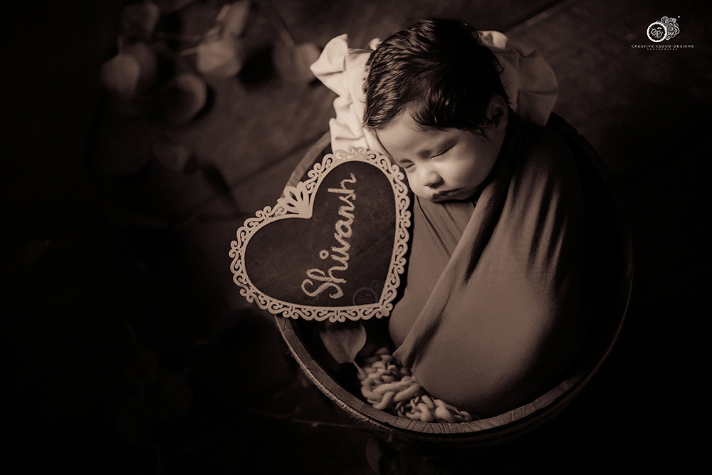 new-born-baby-boy-photography-props
