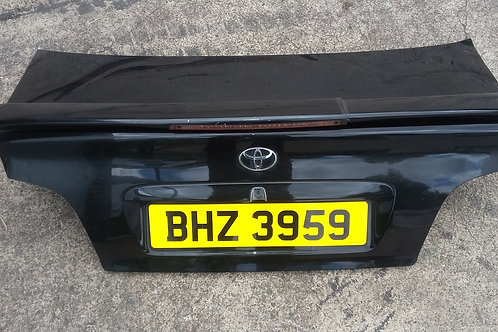 Avensis boot lid trunk saloon 99-03