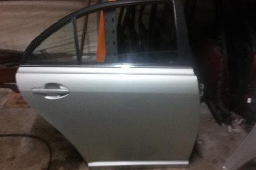 Avensis rear drivers side door o/s hatchback