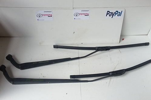 Corolla front wiper arms 03 - 07