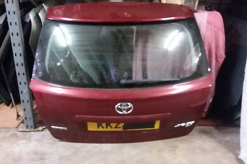 Avensis boot lid trunk estate  in maroon 03-09
