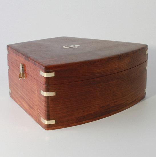 Sheesh am Wooden Box by Clipperlight - © Nick Gravenor