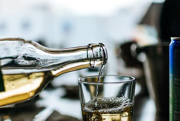 white-wine-3835585.jpg