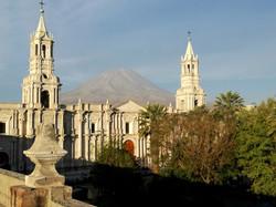 Katedralen med Misti i baggrunden
