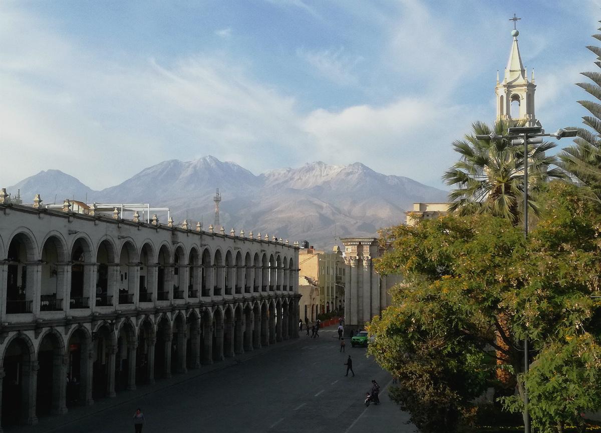 Plaza de Armas med Chachani bagved