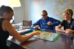 Asbjørn, Amalie og Hjalte spiller