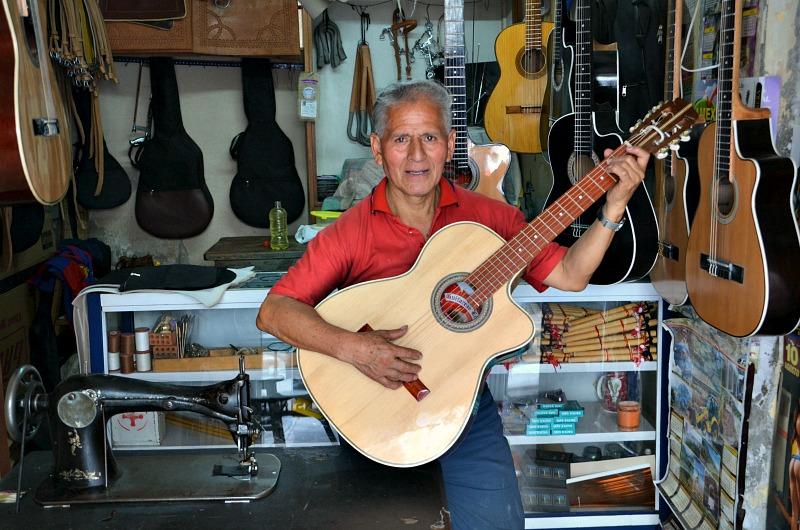Fabricante de guitarras.jpg