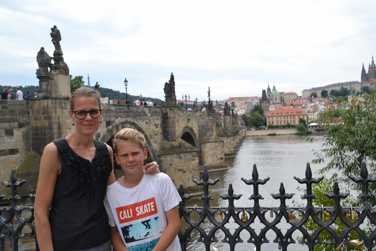 Merete og Hjalte ved Karlsbroen