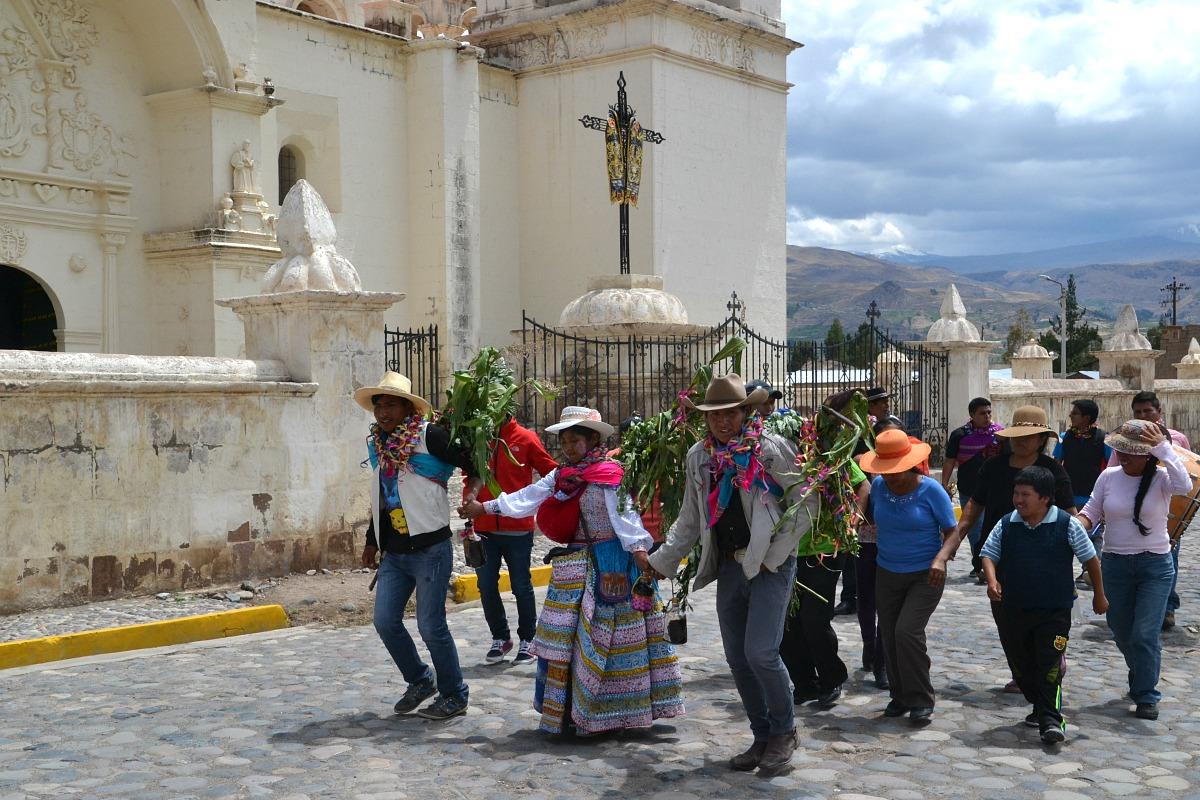 Karnevalsdans på plazaen