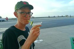 Arvid smager på Havana