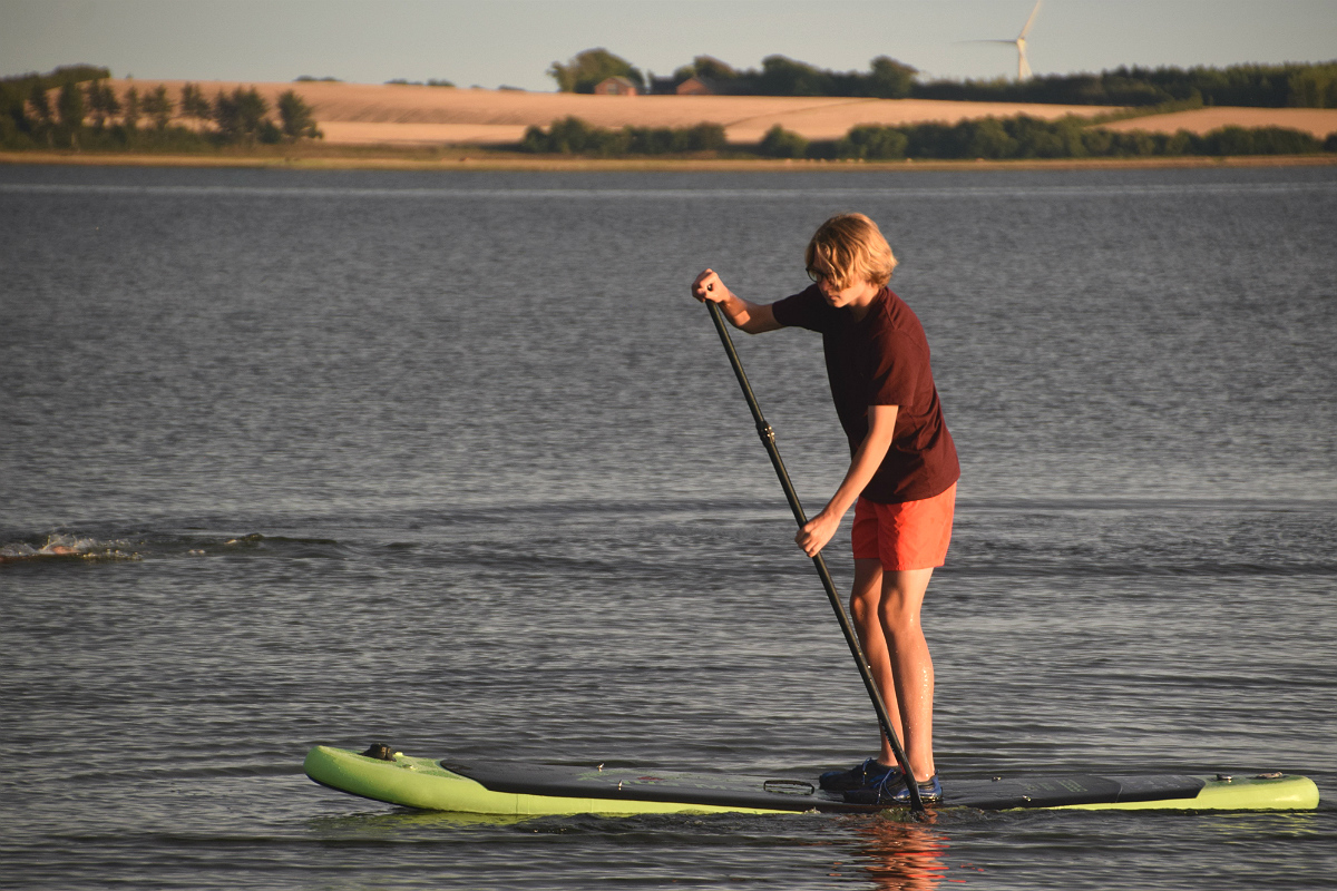 Hjalte på stand up paddle board