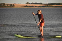 Hjalte på stand up paddle board