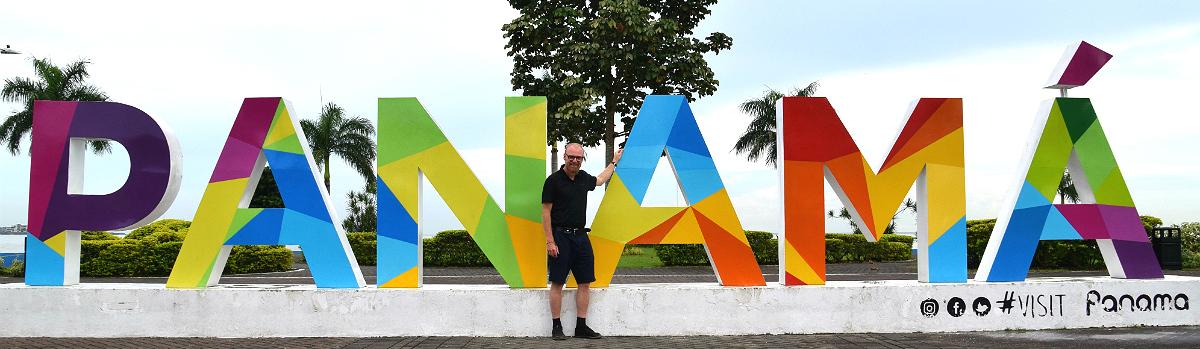 Roar ved Panamá-skiltet