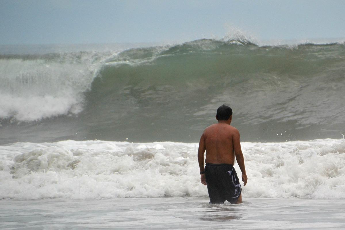 Hugo ved bølgemuren