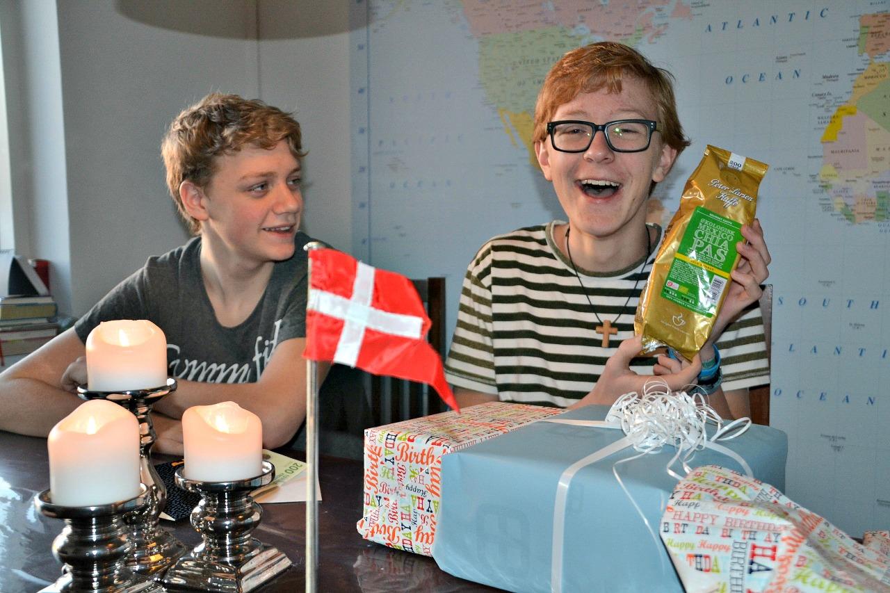 Arvid 15 år - fejres med Daniel.
