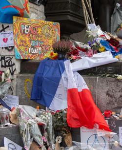 Paris Fluctuat Nec Mergitur