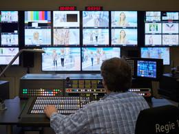 LOGIC liefert Sony Bildmischer und Kamerazug an HSE24