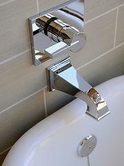 A picture of a bathtub faucet