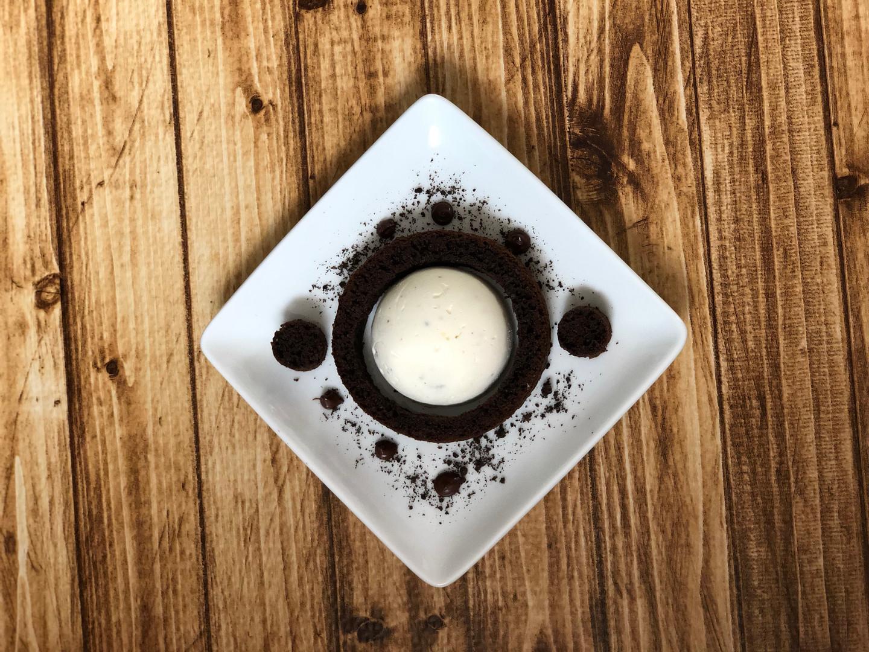 Chocolate Cake Plating