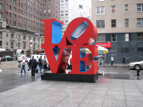 https://commons.wikimedia.org/wiki/File%3ALOVE_sculpture_NY.JPG