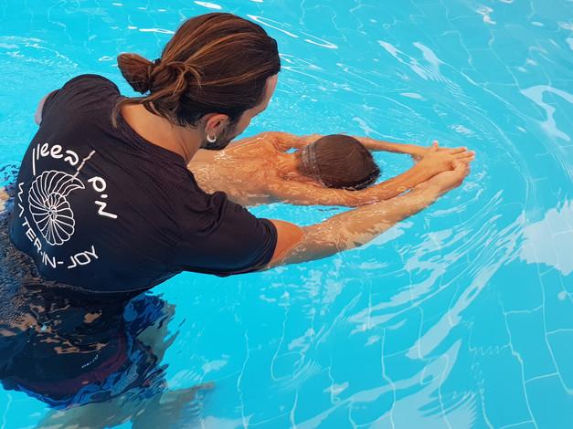 שיעור שחיה פרטי לילדים