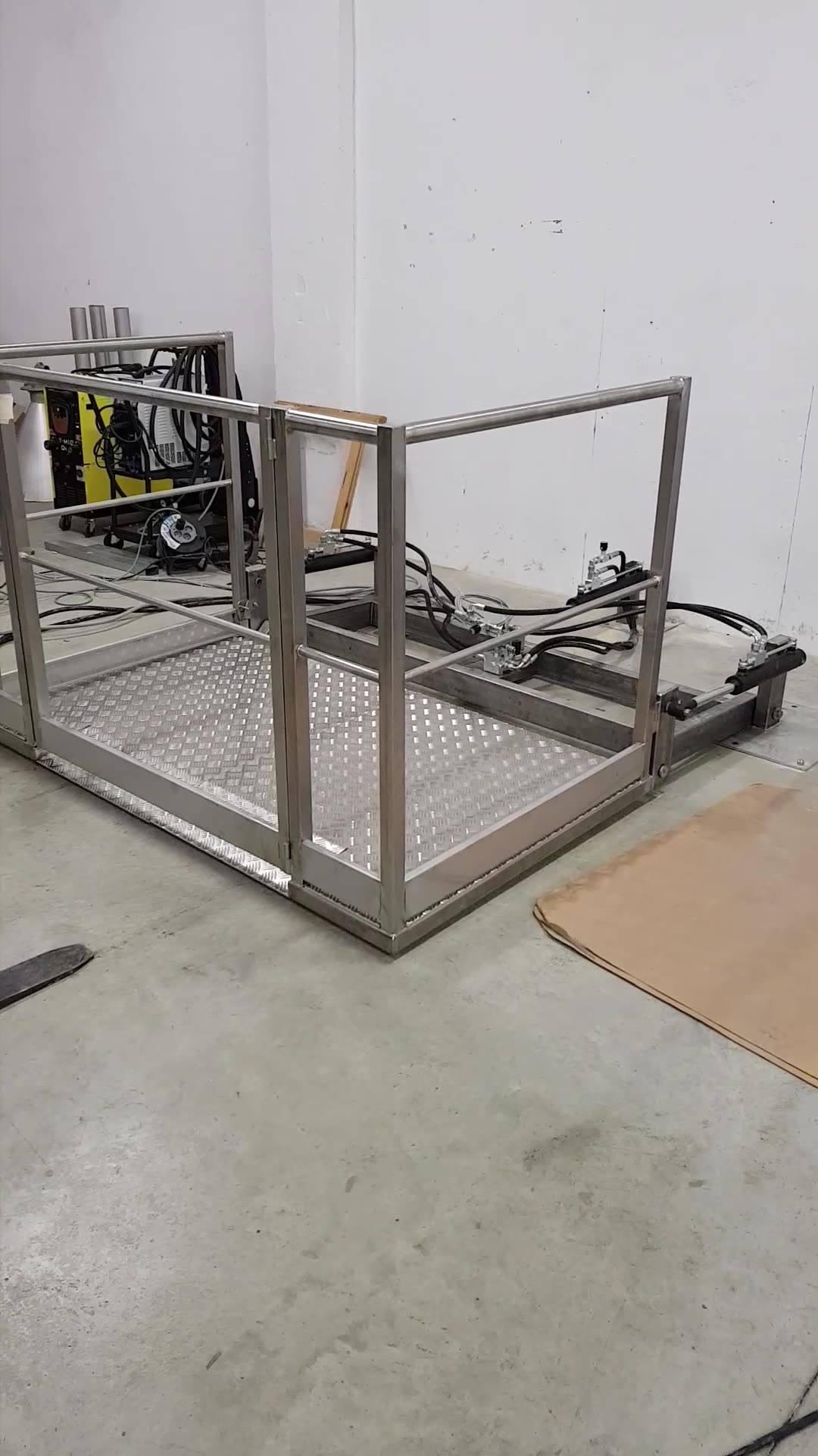 suite et fin de la fabrication de la passerelle avec système de levage hydraulique.  par BJ CONCEPT