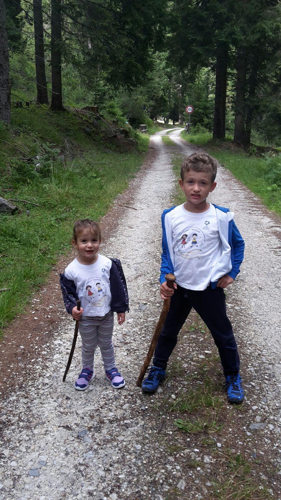 Vittoria e Andrea hanno portato Aiutaci a respirare nella natura del Trentin