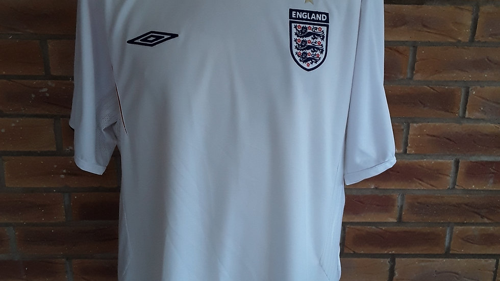 Vintage mint condition 2005 England Shirt