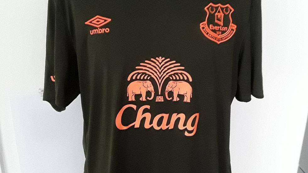 Everton training shirt. XL.