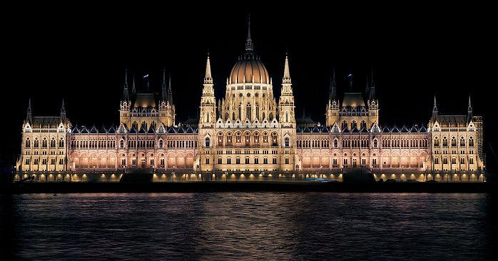 hungarian-parliament-335130.jpg