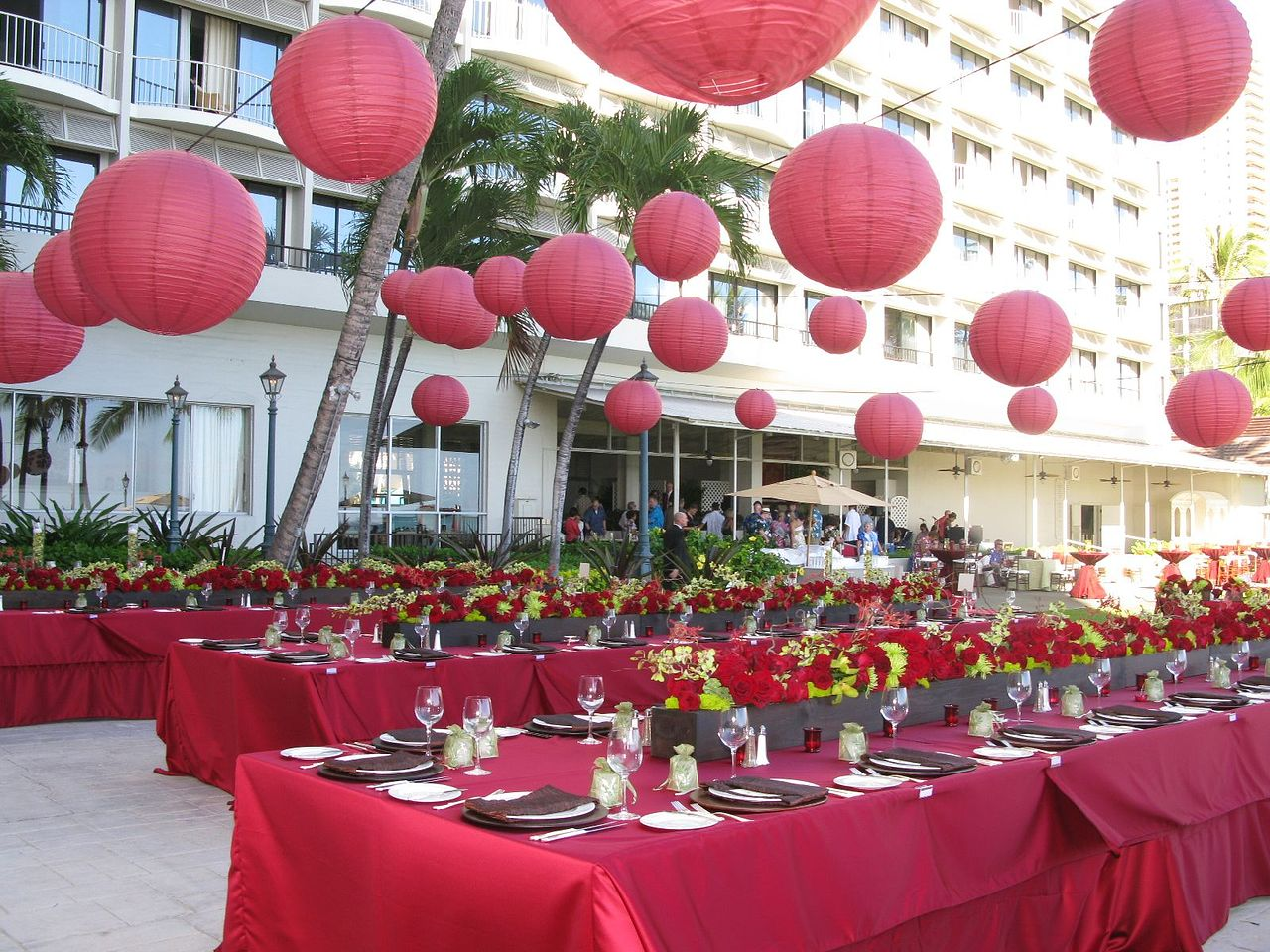 hemingways-red-lanterns-linens-floral-decor.jpg