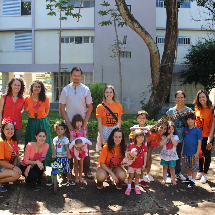 Grupo lindo de participantes da Caminhada da Joaninha