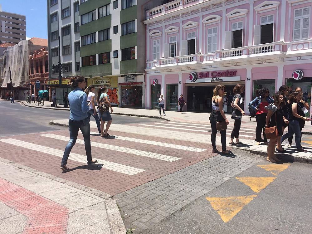 Prioridade para o pedestre em Curitiba