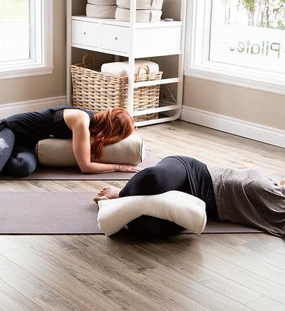 Penelope-Yoga-therapeutique-3.jpg