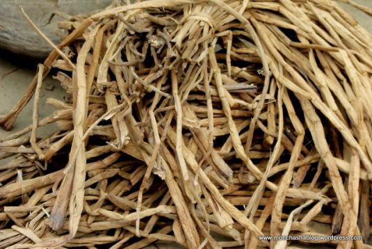 dried water hyacinth
