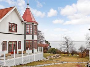I ett vitt hus vid havet...