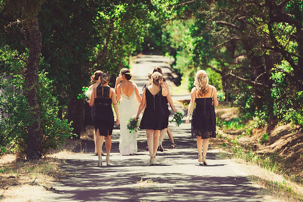 mariée et ses demoiselles d'honneur