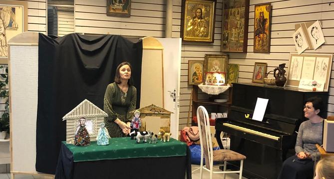 Людмила Вдовина представляет свой кукольный театр