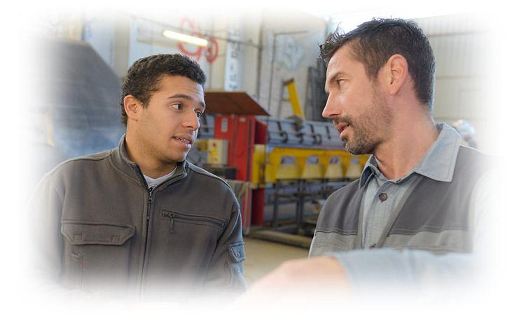 עובד בתעסוקה מעברית עם רכז תעסוקה