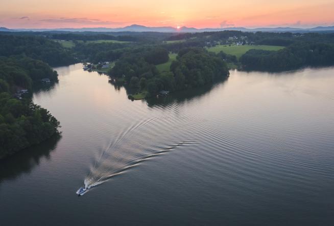 Smith_Mountain_Lake_Virginia_49b24635-87