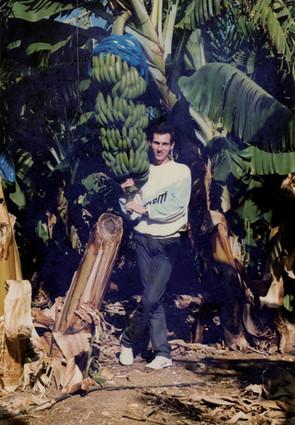 Small_man_banana.jpg