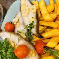 Pieczony halibut z pomidorkami i czosnkiem