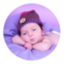 Award winning Glasgow based newborn photographer at a cheap budget price
