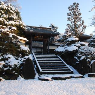 雪の山門 東京・八王子市 真言宗 玉泉寺