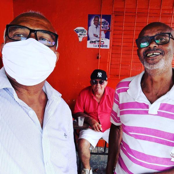 No Conjunto Pirajá, com dona Carminha e Salvador