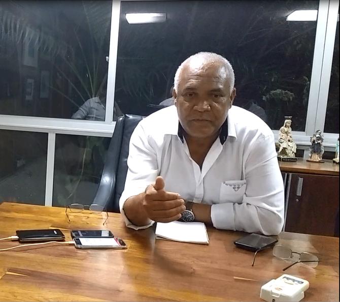 Bruno Reis reza na cartilha privatista de Bolsonaro
