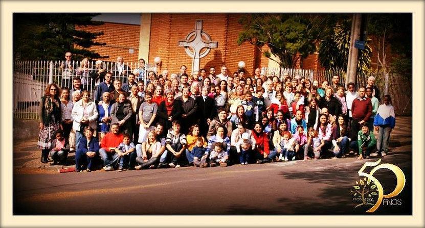 Foto dos membros da Igreja Presbiteriana de Novo Campos Elísios em 2014 para o especial de 50 anos