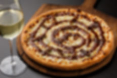 gorgonzola pizza wine