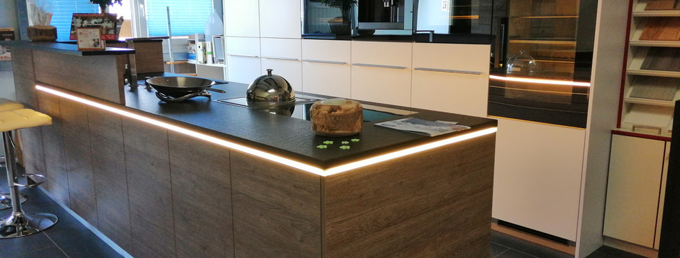 Kücheninsel mit LED-Beleuchtung1